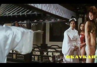 Karate, Kusse, blonde Katzen - 1h 28 min