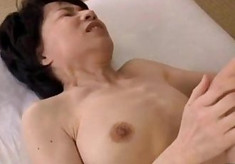 Mature Woman With Hairy Pussy Fingered And Licked By Young Guy On The Mattress - 9 min