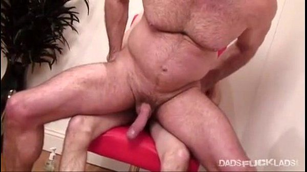 Huge thruster bear fucked by twink