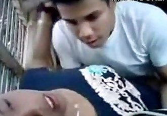 Couple fucked in a hut - 15 min