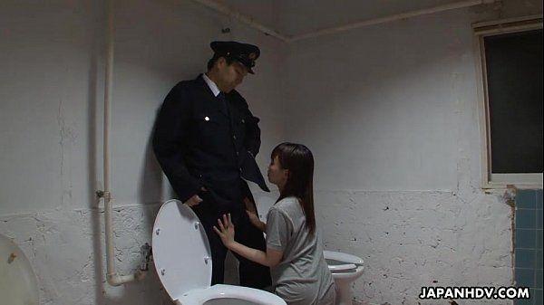 Asian prisoner sucking off the guard\