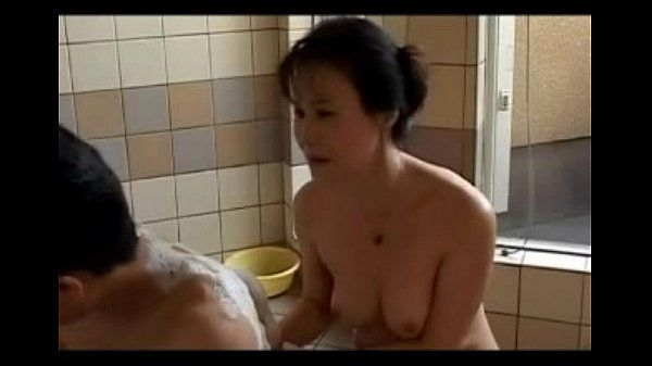 Japanese milf with tight body shower and creampied