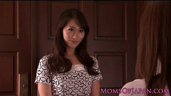 Japanese MILF licks babes hairy pussy HD