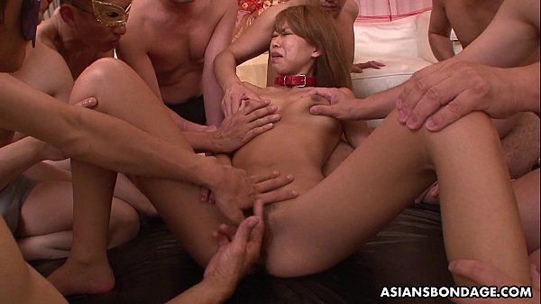 Dudes fucking her and she loves the group session HD