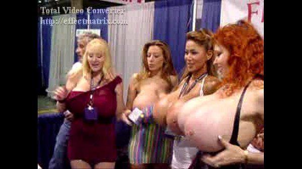 Teddi बैरेट Minka चेल्सी आकर्षण बड़े स्तनों