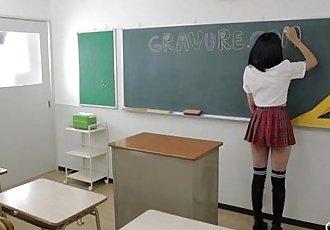 Gravure.com idol Uta Kohaku 琥珀うた rubs her hairless pussy - 7 min
