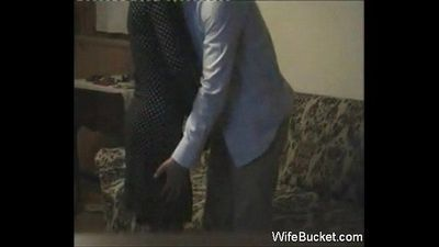 Amateur wife quickie on the couch - 7 min