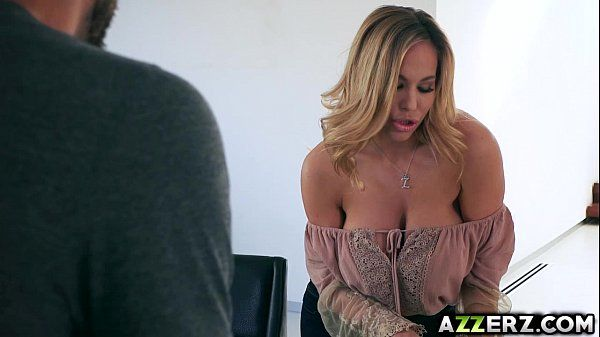 MILF Olivia Austin fucks with a new neighbor