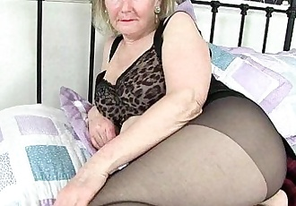 British granny Clare Cream lowers her tights and playsHD