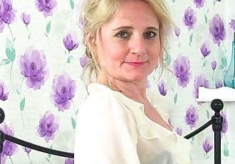 British milf Clare Cream strips off and enjoys her vibratorHD
