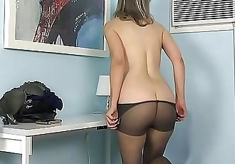 American milf Jamie Foster lets us enjoy her fuckable pussy 12 min 720p