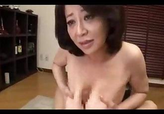 Japanese mature gives a great titfuck - 9 min