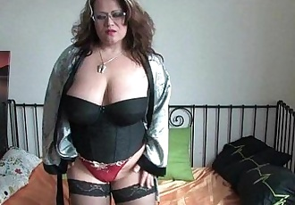 Chubby milf in stockings rubs one outHD
