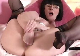 FFstockings - Mature Julia in fisting and panty stuffing