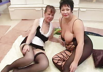 Lesbians food fight