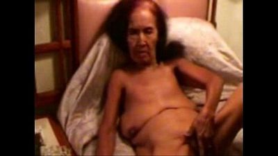 Pervert granny smoking ad masturbating. Amateur - 34 sec