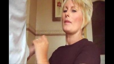 मुख-मैथुन सुनहरे बालों वाली माँ सह शर्ट और उंगलियों - 1 मिन 17 एसईसी