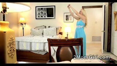 Hot blonde Mommy teach her suck pussy stepdaughter - 2 min