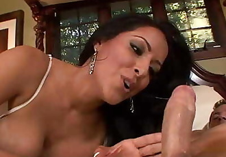 MILF Hottie Kiara Mia Deepthroats And Fucked In Fishnets 12 min 720p