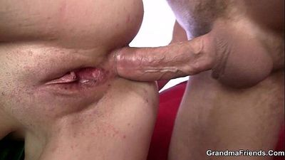 Mature bitch gets her throat and ass banged - 6 min