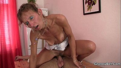 Skinny granny masseuse sucks and rides - 6 min HD