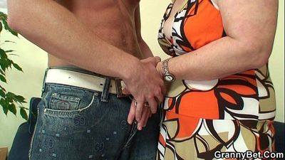 Lonely 60 years old granny swallows big cock - 6 min HD