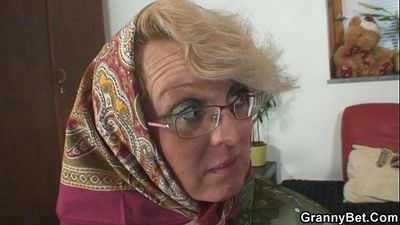 Lonely granny is pleasing an young stud - 6 min