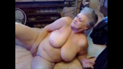 Nasty grandma fingering her pussy. Real amateur - 6 min