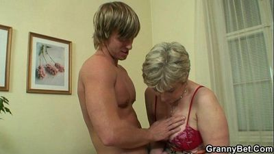Old housewife gets nailed by an young guy - 6 min