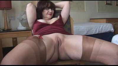 Big Titten Reifen Panty spielen und striptease - 7 min