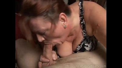 Chunky old babe loves to suck cock - 9 min