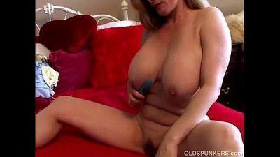 Beautiful big tits mature amateur - 5 min
