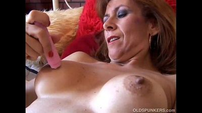 Gorgeous mature redhead is feeling horny - 5 min