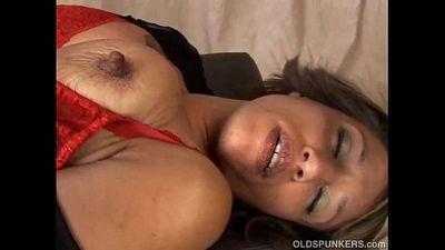 Sexy mature black amateur has great big tits - 5 min