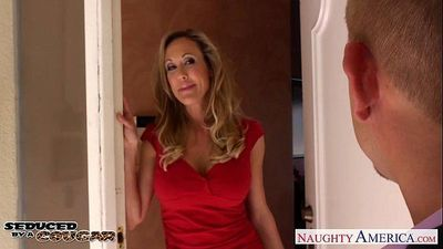 Blonde cougar Brandi Love fucking a large dickHD