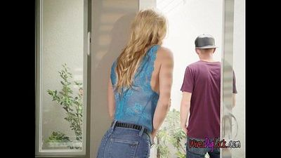 Chesty Babe Alexis Fawx Blows Hung Gardener
