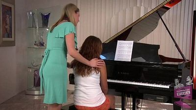 Samantha Ryan et Allie Haze au l' pianohd