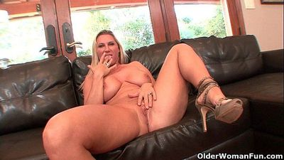 Busty milf Devon Lee gets creampied by older guyHD