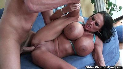 Milf Lisa Lipps puts her monster tits to good useHD