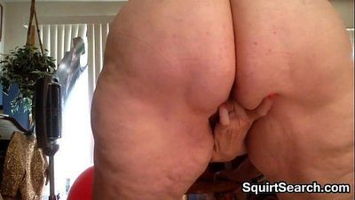 BBW Masturbates With Her Red Toy At Home - 1 min 14 sec