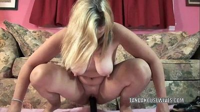 Mature slut Liisa is fucking her plump pussy with a toy - 6 min HD