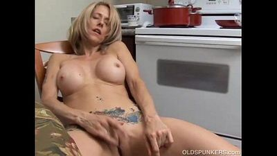 Sexy MILF has a wet pussy - 5 min