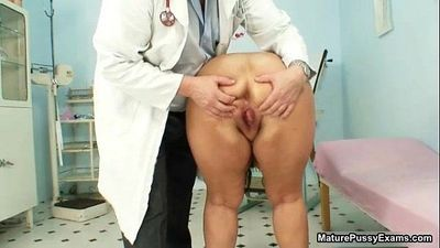 Fat mature mom gets her big - 5 min