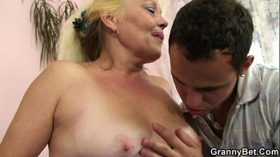 Blonde granny gets her hairy pussy slammed - 6 min