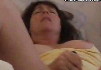 Joana: toying my pussy with spread legs - 6 min