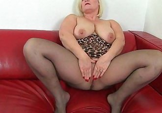 British milf Aunty Trisha soaks her nylons and fucks a dildoHD