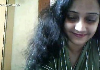 Pretty 35yo Hairy Busty Desi Aunty Cums on Cam - 12 min