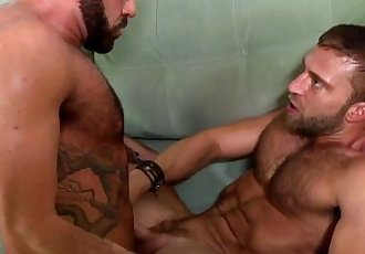 Gay muscle dudes fuck and swap some cumHD