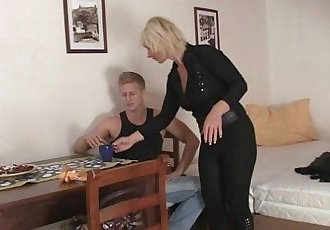 He bangs her old snatch - 6 min
