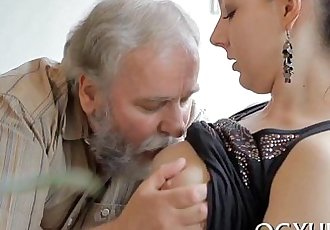 Hot young babe screwed by old chap - 5 min